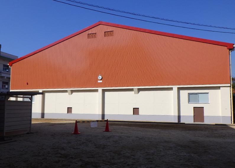 体育館外壁