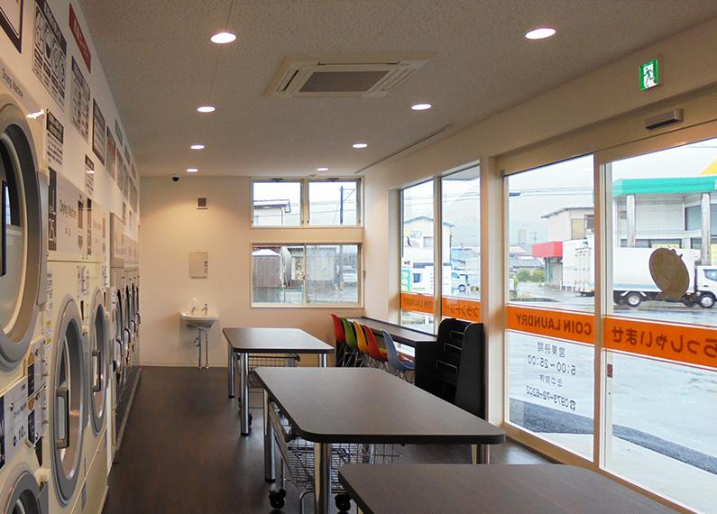 コインランドリー併設のクリーニング店 さま 店舗新築・外構・内装工事 コインランドリーエリア